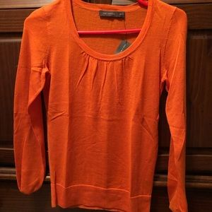 Limited orange light weight sweater XS
